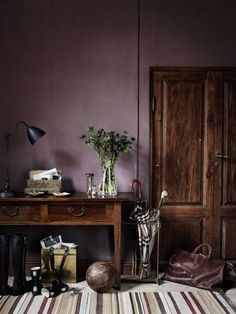 Reclaimed wood with purple walls - cool look. >> Dusty purple wall color, the new neutral Mauve Walls, Dark Walls, Dark Painted Walls, Dark Purple Walls, Dark Purple Bathroom, Purple Kitchen Walls, Purple Accent Walls, Purple Bathrooms, White Walls