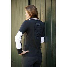 Modern poloshirt met lange mouw. Op de achterzijde van dit shirt zit een applicatie en een kroontje. Gemaakt van 100% katoen. Wasmaschinebestendig tot 30 graden.
