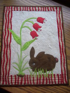 bunny quilt by lourdes Mug Rug Patterns, Applique Patterns, Applique Quilts, Quilt Patterns, Cute Quilts, Small Quilts, Mini Quilts, Barn Quilts, Children's Quilts