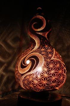 Kabak lamba | HEMPdelic günlüğü Decorative Gourds, Hand Painted Gourds, Handmade Lamps, Handmade Crafts, Ceramic Pendant, Ceramic Art, Gourd Lamp, Organic Art, Pumpkin Art