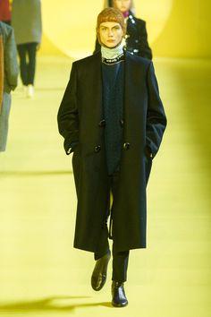 Raf Simons Fall 2020 Menswear Fashion Show Collection: See the complete Raf Simons Fall 2020 Menswear collection. Look 38 Fashion 2020, Daily Fashion, High Fashion, Winter Fashion, Raf Simons, Fashion Show Collection, Skin Tight, Fall Winter, Autumn