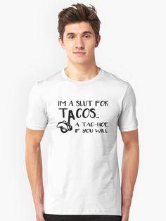 T-shirt «Je suis une salope pour les tacos un tac-hoe si vous voulez un cadeau drôle pour les amoureux du taco Adea», par MagicDesigner | Redbubble Tanz Shirts, Young Quotes, Black Taps, Nerd, Design Floral, The Calling, Vintage T-shirts, It T Shirt, Daddy Shirt