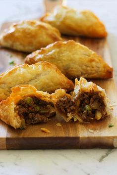 Delicious beef pasties made with savoury mince and golden puff pastry are a dinner the whole family will love. These pasties are bursting with flavour. Puff Pastry Recipes Savory, Recipe For Puff Pastry, Savoury Recipes, Burger Recipes, Minced Beef Pie, Minced Beef Recipes Easy, Savoury Mince, Mince Meat, Flaky Pastry