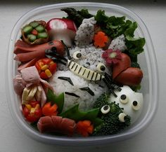 Totoro Bento Box - Genius, though now it makes me feel like a slacker mom, thinking of what ends up in my son's lunchbox.