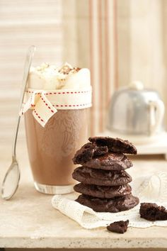 Hot Chocolate Drink with Stitched Bow Coffee Cookies, Milk Cookies, Yummy Cookies, Chocolate Cookies, Hot Chocolate, Dessert Drinks, Dessert Recipes, Sweet Bakery, Chocolate Lovers