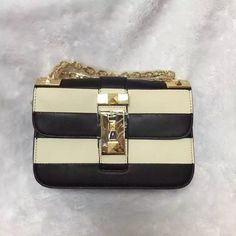 [Final Sale] Valentino Black &White CHAIN CROSS BODY BAG KW0B0398VQG 0NO  for sale at https://www.ccbellavita.eu/products/final-sale-valentino-black-white-chain-cross-body-bag-kw0b0398vqg-0no