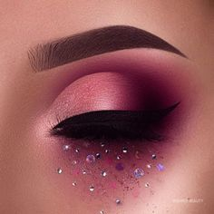 Beautiful eyes makeup for any occation, amazing makeup to blow you away an season, any holiday event you will love these ideas Makeup Eye Looks, Beautiful Eye Makeup, Unique Makeup, Eye Makeup Art, Smokey Eye Makeup, Cute Makeup, Makeup Inspo, Makeup Tips, Beautiful Eyes