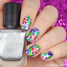 Hi all! Here is a messy floral look. I love it one minute, then others I'm like, eh. Haha. It was fun to create though either way. This look was created using Formula X Infinite Ombré collection I received from @formulaxnail for the #PreenMeVip program. I used the Platinum Prime first, let it dry completely then painted on different shades of the whole set. I then used white acrylic to outline the flower
