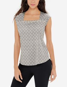 Simple trimming brings out the charm in this simple woven front top. Classic Style, My Style, Stylish Outfits, Clean Slate, How To Wear, Prints, Dreams, Fantasy, Fantasia