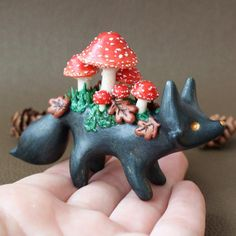 Polymer Clay Fish, Polymer Clay Sculptures, Polymer Clay Animals, Polymer Clay Miniatures, Polymer Clay Creations, Sculpture Clay, Polymer Clay Mushroom, Polymer Clay Disney, Sculpture Ideas