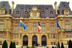 Hotel de Ville, Versailles, FR || http://www.closetoparadise.com.br/2016/04/viagens-versailles-14.html #europe