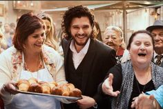 [Video] #EmiliaClarke e #KitHarington nel folklore di #Napoli per Dolce & Gabbana