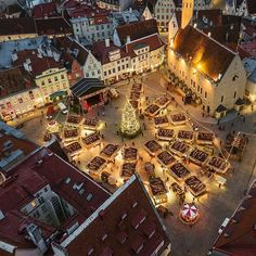 We are waiting for you! Magic by @kaups #oldtown #unesco #christmasmarket #christmas