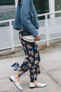 NYFW-New_York_Fashion_Week-Fall_Winter-17-Street_Style-Light_Blue_Jacket-Printed_Trousers-3