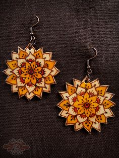 burned leather mandala earrings ~ livit vivid. Very good looking earrings, really like the use of color here ;)