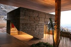 Gota Dam Residence: A House on a Rock is designed by London-based practice Studio Seilern Architects with architect Muzia Sforza. The dwelling is sandwiched between two pairs of overhanging timber-clad slabs, which direct views. Zimbabwe, Futuristic Home, Local Architects, House Built, Architectural Elements, Interior Architecture, Organic Architecture, Amazing Architecture, Interior Design