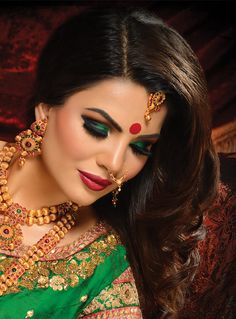 Bridal Gallery :: Khush Mag - Asian wedding magazine for every bride and groom planning their Big Day Bridal Eye Makeup, Bridal Makeup Looks, Bridal Hair, Nose Jewels, Designer Plus Size Clothing, Make Up Braut, Bridal Gallery, Indian Bridal Makeup, Bridal Photography