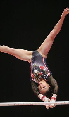 Gymnastics Images, Sport Gymnastics, Artistic Gymnastics, Olympic Gymnastics, Rhythmic Gymnastics, Foto Sport, Gymnastics Flexibility, Beijing Olympics, Female Volleyball Players
