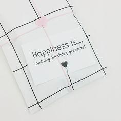 Grid zakjes, roze touw, hartjes stickers en zwart wit kaartjes! Alles verkrijgbaar in onze webshop.