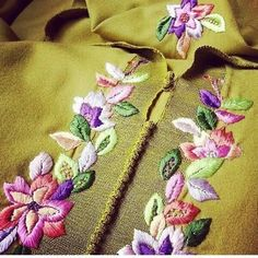 This Pin was discovered by han Zardozi Embroidery, Hand Embroidery, Machine Embroidery, Mode Bollywood, Pakistani Formal Dresses, Embroidery Neck Designs, Edwardian Dress, Moroccan Caftan, Thread Work