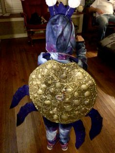 She'll of crab from Moana Halloween Crab, Family Halloween, Halloween 2019, Halloween Ideas, Crab Costume, Snail Costume, Diy Costumes, Costume Ideas, Halloween Costumes