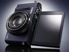 カシオ、自分撮り液晶を搭載した高性能デジカメ「EXILIM EX-10」