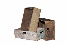Vanhasta puumateriaalista valmistettu puulaatikko. Sopii seinäkiinnitykseen ja pöydälle laitettavaksi. 40x30x10cm. Jokainen kappale on erilainen!