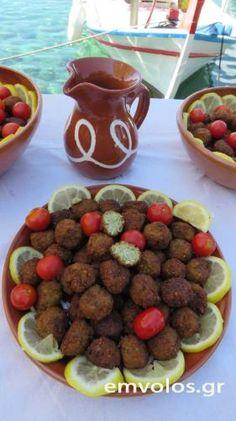 Ρεβιθοκεφτέδες Σίφνου - Αυθεντική Σιφνέικη γεύση ονείρου για την Σαρακοστή | Έμβολος Dog Food Recipes, Eat, Drink, Beverage, Dog Recipes, Drinking