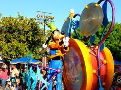 Disneyworld. Cursos de inglés en Estados Unidos. Curso de inglés en Los Ángeles. Excursión de día completo a Disney.