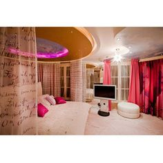 wowowowowowwoowwoowwoowowowowwoowow!!!!!! I would LOVE to have this room!!!!