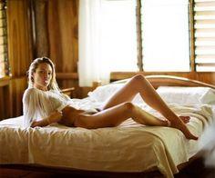 La modelo sudafricana Candice Swanepoel no tiene ninguna intención de seguir los pasos de su compañera de profesión Rosie Huntington-Whiteley en cuanto a convertirse en actriz y aparecer en una película, ya que la presión sería demasiada y no podría soportarlo. Me gusta actuar mientras desfilo pero no creo que fuera una buena actriz. […]
