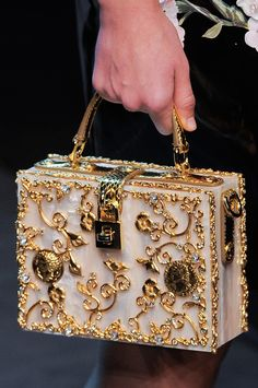 Dolce & Gabbana Spring/ Summer 2014 Source by fashion runway. - Dolce & Gabbana Spring/ Summer 2014 Source by fashion runway - Dolce & Gabbana, Dolce And Gabbana Bags, Mode Vintage, Cute Bags, Luxury Bags, Beautiful Bags, Fashion Bags, Milan Fashion, 1930s Fashion