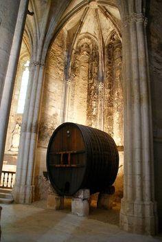 interieur eglise .Abbaye de Valmagne. Languedoc