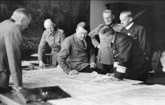 Hitler con su alto mando