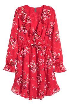 Une robe cache-cœur à fleurs