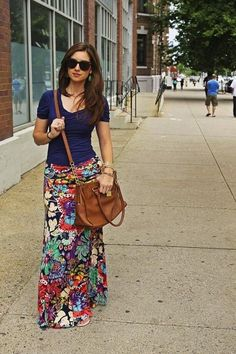 #WhatToWear this #Summer -- Floral maxi skirt, navy tshirt, and brown leather bag.