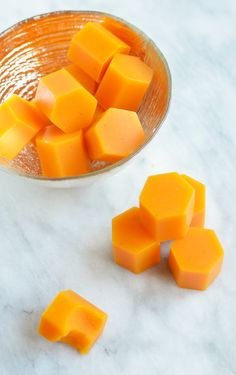 Flu Remedies These healing DIY turmeric gummies will fight cold, flu and inflammation! - These DIY turmeric gummies are fantastic for fighting cold, flu and inflammation in the body due to the power of turmeric and citrus! Homemade Cold Remedies, Cold Remedies Fast, Natural Cold Remedies, Cough Remedies, Homeopathic Remedies, Sleep Remedies, Health Remedies, Holistic Remedies, Fresh Turmeric