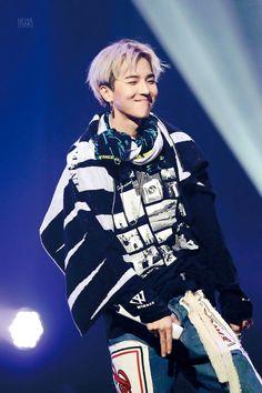 Fans are no longer able to see WINNER Mino's adorable chubby cheeks. Recently, Mino has garnered att Minho Winner, Winner Kpop, Yg Entertainment, Beautiful Person, Beautiful Men, Kim Song, Song Minho, Mobb, Who Is Next