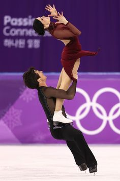 Tessa Virtue and Scott Moir of Canada compete in the Figure Skating Ice Dance Free Dance on day eleven of the PyeongChang 2018 Winter Olympic Games at Gangneung Ice Arena on February 2018 in Gangneung, South Korea. Virtue And Moir, Tessa Virtue Scott Moir, Figure Skating Olympics, 2018 Winter Olympic Games, Tessa And Scott, Pyeongchang 2018 Winter Olympics, Ice Dance, Figure Skating Dresses, Ballet