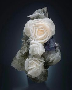 Unique rose Calcite crystals with Fluorite from Mongolia Minerals And Gemstones, Rocks And Minerals, Calcite Crystal, Beautiful Rocks, Mineral Stone, Rocks And Gems, Stones And Crystals, Gem Stones, Mongolia