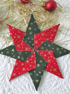 Fabric Ideas Fabric star ornament tutorial - Learn how to sew a fabric star ornament - free tutorial for easy Christmas sewing. Fabric Christmas Ornaments, Christmas Quilt Patterns, Quilted Ornaments, Folded Fabric Ornaments, Christmas Quilting, Fabric Christmas Decorations, Fabric Wreath, Christmas Projects, Holiday Crafts