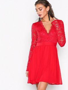 Scalloped Lace Prom Dress