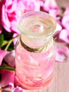 Duschgel Rezept für Rosen Duschgel mit nur 4 Zutaten - Der sinnliche Duft der Rose verwöhnt Körper und Geist. www.ihr-wellness-magazin.de