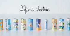 Life is electricは、Panasonicのeneloop10周年のプロジェクトです。様々な方法で「発電」を行い、その「電気」を1本ずつに封じ込めたeneloopを21本つくりました。