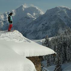 @TimDurtschi sending it off roof tops in #Fieberbrunn #Tirol