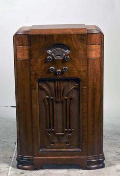 Atwater-Kent Floor Wooden Super Heterodyn Radio.