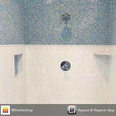 I love this look! A beautiful and clean design that still radiates! #love #tile #bathroom #design #interiordesign #interiordesigner #bathdesign #remodel #thetileshop #beautiful #pennytile #iwantit #dreambath #interiordesignersofinsta #interiordesignersofinstagram by catalinainteriors