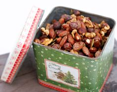 Nøtter i lønnesirup – Berit Nordstrand Nut Recipes, Dog Food Recipes, Healthy Recipes, Christmas Treats, Christmas Baking, Yummy Snacks, Yummy Food, Food Gifts, Granola