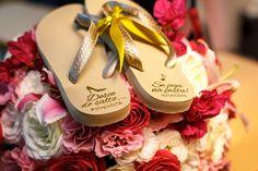 Casamento clássico: havaianas para os convidados- Foto Marcos Samerson