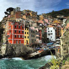 Riomaggiore Cinque Terre Italia  #riomaggiore #cinqueterre #italy #italia #liguria #iatiporelmundo by consejero_viajero